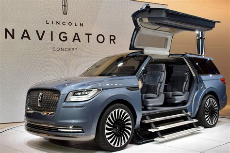 Lincoln Navigator Concept Wows Crowd With Its Massive