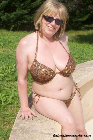 Granny In Bikini Hot Granny Pics