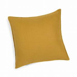 coussin en lin lave jaune moutarde 45x45 maisons du monde With tapis jaune avec housse pour coussin assise canapé
