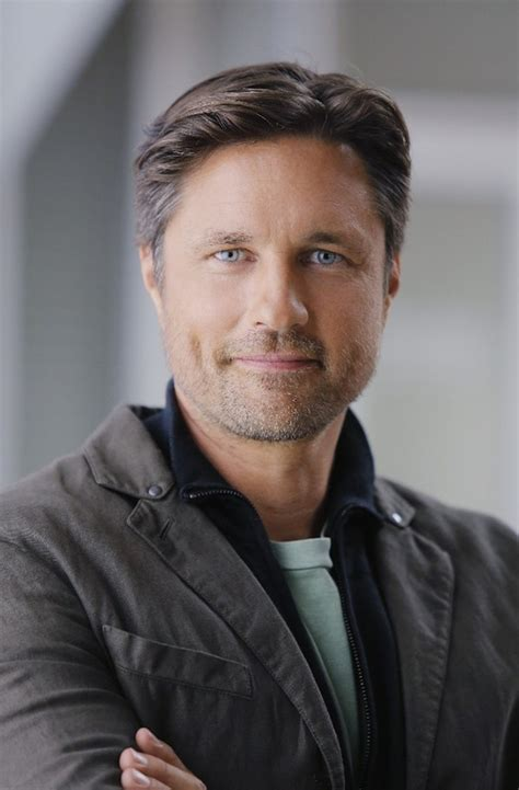 martin henderson  movies  tv shows find