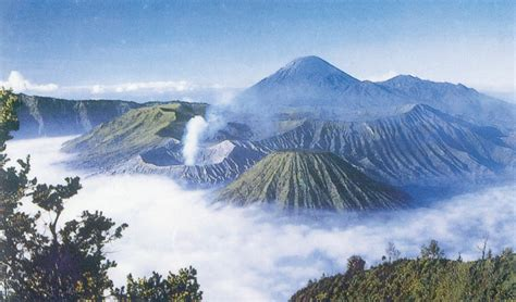 keindahan puncak gunung bromo  ruk info