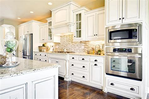 pictures of kitchen backsplashes with white cabinets kitchen backsplash ideas with white cabinets wood