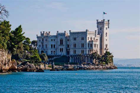 Maree Porto Di Livorno by I 12 Castelli Pi 249 Belli D Italia Sul Mare Weplaya