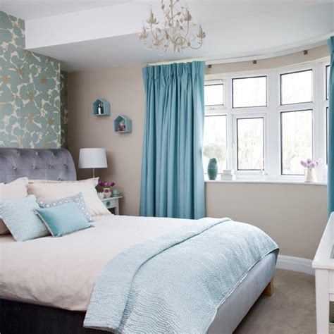 relaxed bedroom  floral feature wall  shades