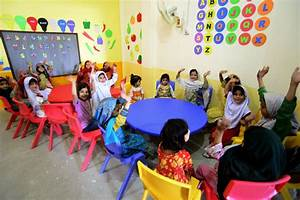 Pakistan: Children in primary schools should be taught in ...