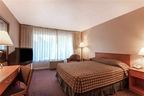 Nanaimo Hotels  1 Queen Bed Nonsmoking Room  Free Wifi. Living Room Rugs Modern. Nice Curtains For Living Room. Beach Theme Decorating. Kid Rooms. Wine Kitchen Decor Sets. Tall Vase Decor. New Orleans Home Decor. Mod Decor