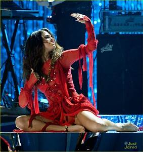 Full Sized Photo of selena gomez mtv performance come get ...