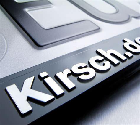 kennzeichenhalter mit logo kennzeichenhalter erut de luxe schrift logos erhaben mit chrome finish schwarz silber