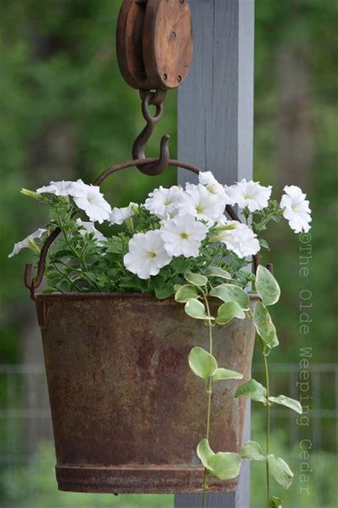 Fascinating Examples How Arrange Hanging Flowers For