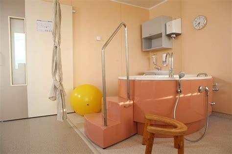 Rīgas Dzemdību namā atklāts mūsdienīgs, mājīgs Dzemdību centrs