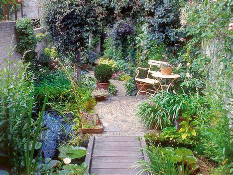 Schmale Gärten Gestalten by Gartengestaltung Aufteilung Sichtschutz Pflanzen