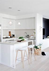 Weiße Küche Mit Holz : matt wei e k che mit insel barhocker mit beinen aus ~ Articles-book.com Haus und Dekorationen
