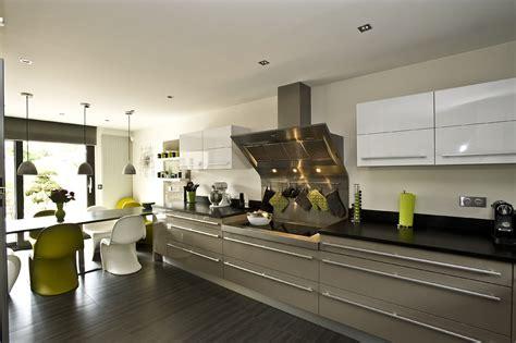 cuisine bicolore design et séduction dans la cuisine