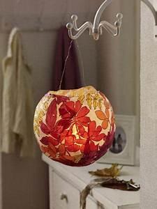 Lampe Aus Pappmache : die besten 25 laterne basteln luftballon ideen auf pinterest luftballon lampe kinder laterne ~ Markanthonyermac.com Haus und Dekorationen