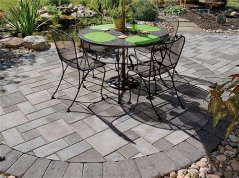 love the formality of the pavers with the natural stone