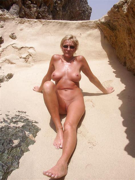 Ältere damen nackte Nackte Frauen