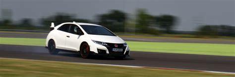 essai voiture de sport sur circuit