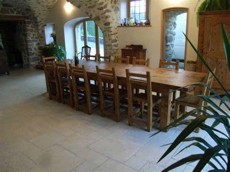 tres grande table de salle a manger les tables