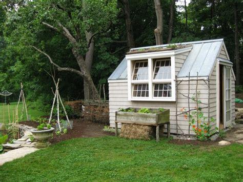 gartenhaus günstig selber bauen mehr als 40 vorschl 228 ge wie sie ein gartenhaus selber bauen archzine net