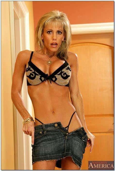 Free Sex Photos Seduced By A Cougar Jordan Lynn