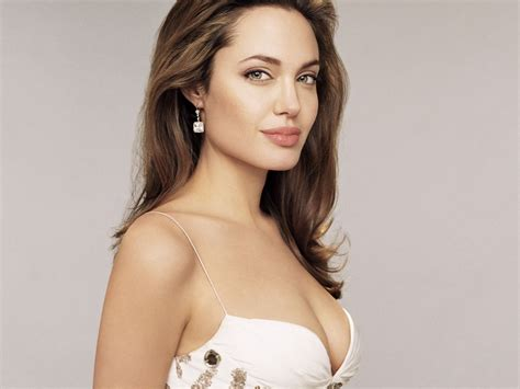 Global Buzz Times Angelina Jolie Bra Size And