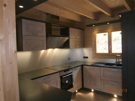 cuisine en bois brut cuisine en bois brut maison moderne