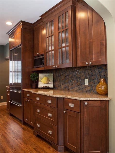 transitional kitchen cabinets  mosiac tile backsplash