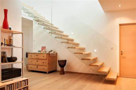 ringhiera scala vetro scala in ferro a sbalzo con parapetto in vetro in i stairs
