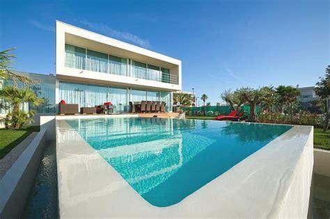 luxurious beachfront villa frankie  infinity pool