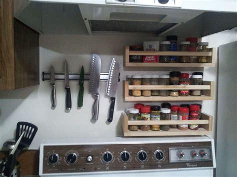 Spice Rack Stove by Knives And Spice Racks Above Stove House Kitchen Spice