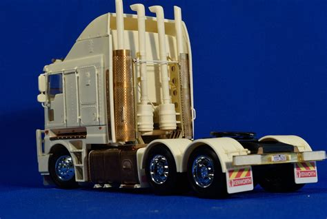 aussie  truck resin kit   model trucks