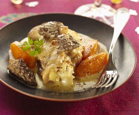 cuisiner une poularde recette simple et gourmande de la poularde pochée aux morilles