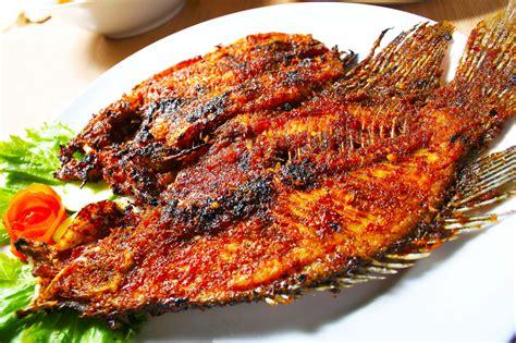 Dinginkan paha daging dan ulaskan minyak zaitun, mentega dan madu. √ Resep Ikan Bakar Gurame Enak dan Lezat