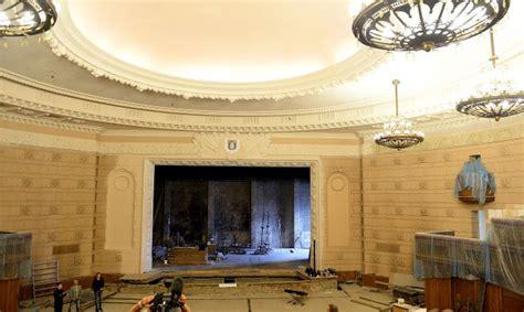Fotoreportāža: Pēc 42 gadiem tiek atjaunota koncertzāle ...
