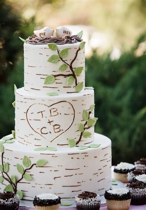 picture of unique woodland wedding cakes to get inspired 16