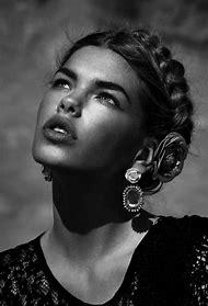 Black and White Portrait Women