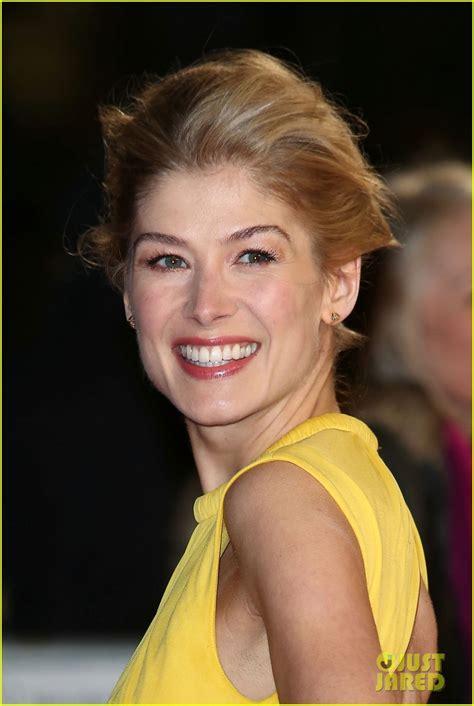 actress in first jack reacher movie tom cruise rosamund pike jack reacher world premiere