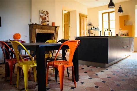 chaises colorées 3 chaises design à adopter pour donner du style à votre
