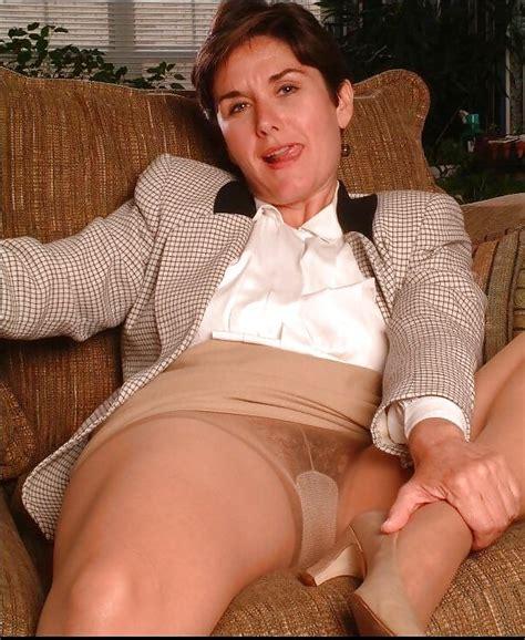 Mature Porn Photos Mature American College Professor Strips Showers