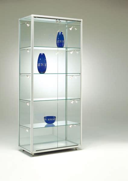 vitrine d exposition en verre tabouret de bar