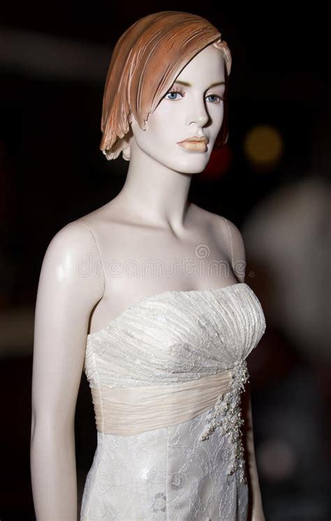 diritti di commercio abito di nozze elegante sul manichino immagine stock