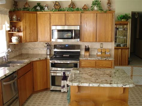 what color granite is this cabinets look like maple are