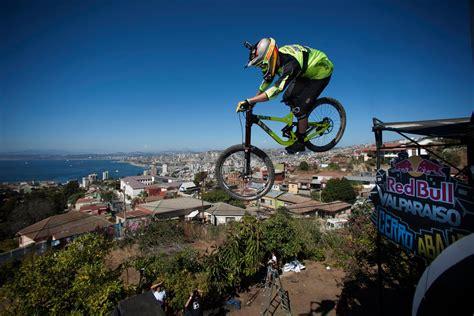 Urban Downhill Red Bull Valparaíso 2015 Clip