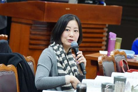 Elected to the taipei city council in 2006, she served until 2016, when she won election to the legislative yuan. 賴揆拋行政區重劃 綠委:應從上位國土計畫及區域治理來討論 - Yahoo奇摩新聞