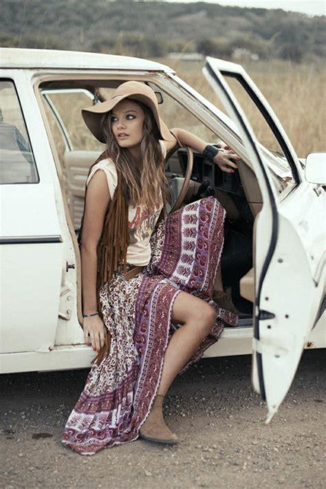 der sonnenhut als ein teil der aktuellen sommerbekleidung