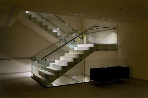 Innenbereich   Stiegenhaus   LED Handlauf Beleuchtung