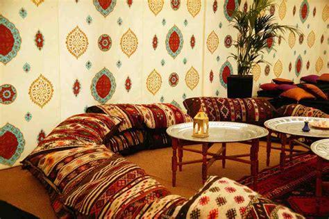 assise de canapé le canapé marocain du traditionnel au plus design