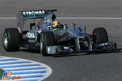 Valtteri and lewis complete 116 laps in the mercedes w12 as f1 testing continues in bahrain. Hamilton drives first laps with Mercedes F1 W04   Mercedes