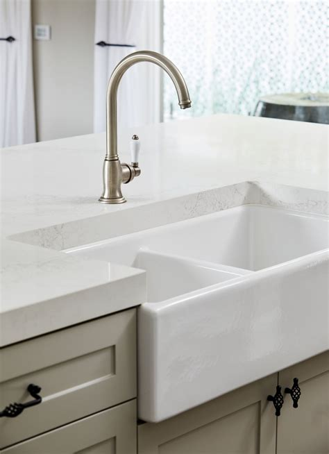 Our bathtub refinishing and bathtub repair service are unsurpassed. Bathtub Refinishing in Houston,Texas - Tile,sinks and showers