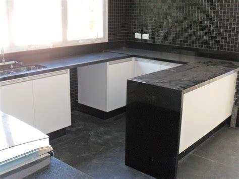 foto pia da cozinha de marmores  granitos  colocacao de